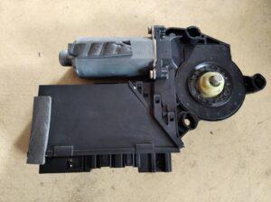 3D1959701E Raammotor Links voor VW Phaeton.