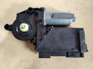 3D1 959 702 E Raammotor Rechts voor VW Phaeton