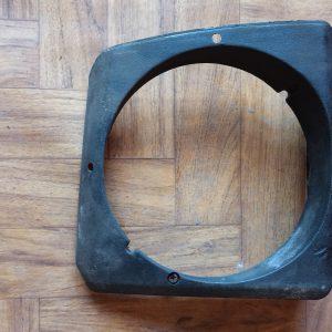 Headlight retaining ring right. 477805634